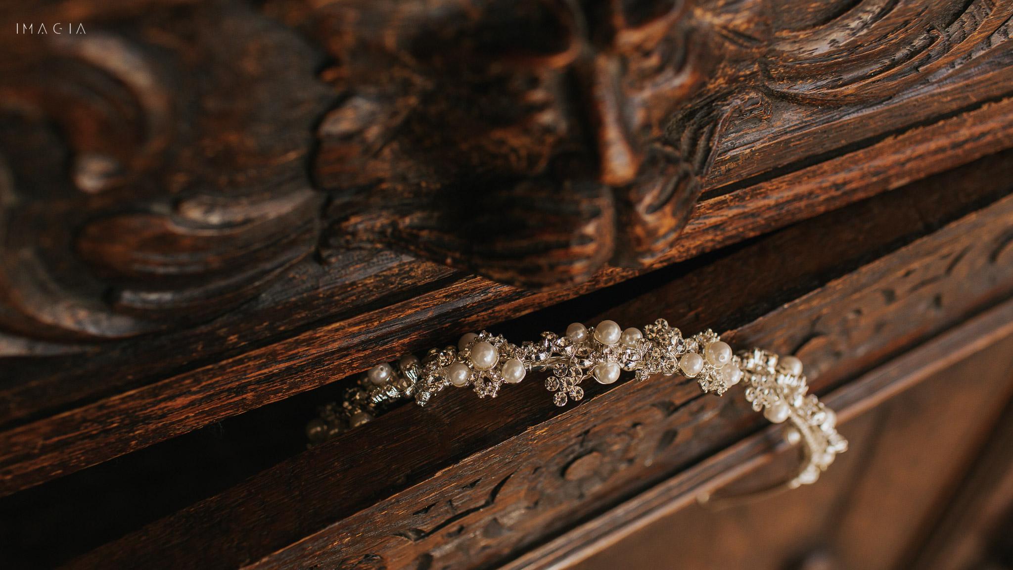 Coroniță de mireasă - accesorii de păr pentru ziua nunții