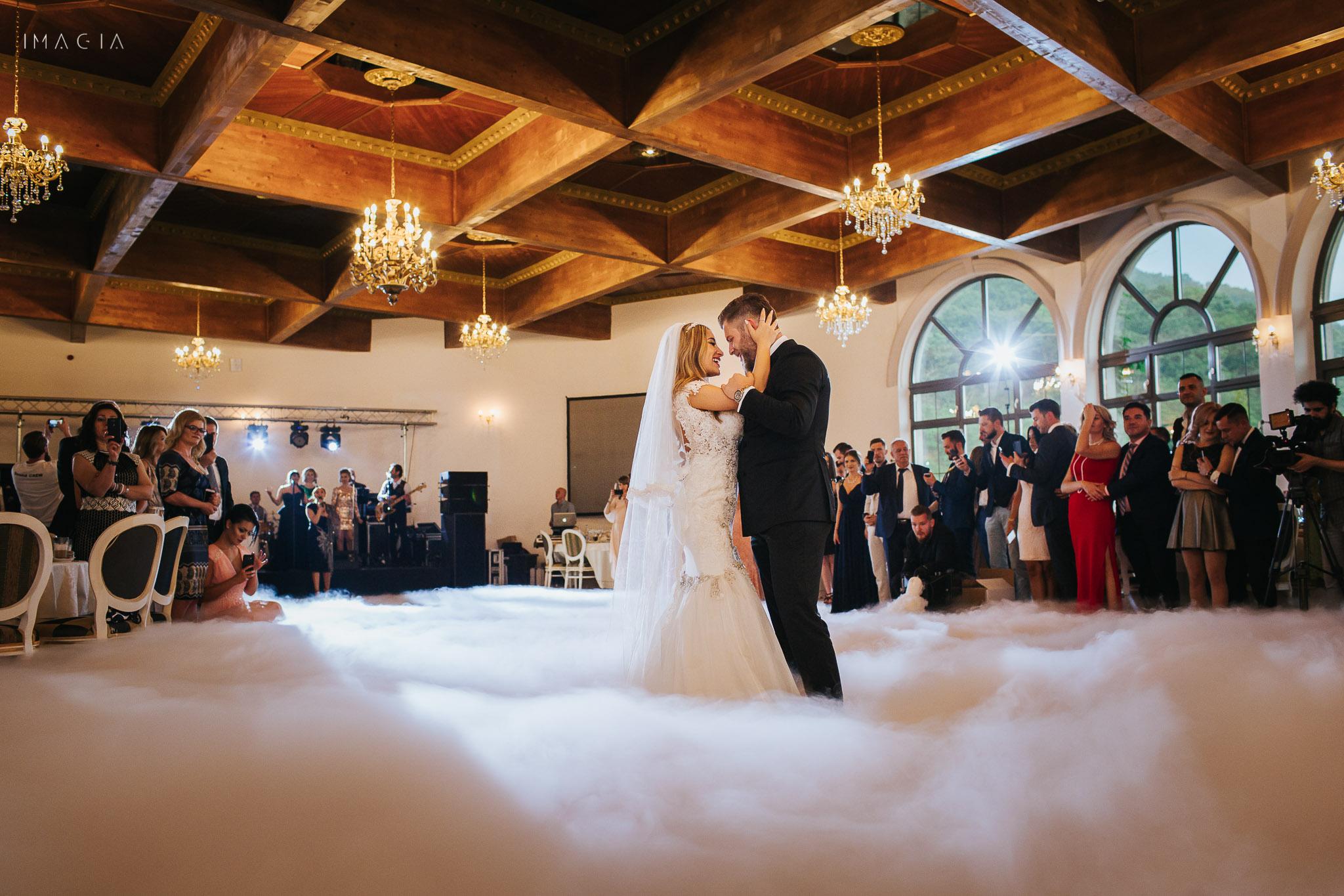 Mirele și mireasa dansează la nuntă la Sun Garden în Cluj-Napoca