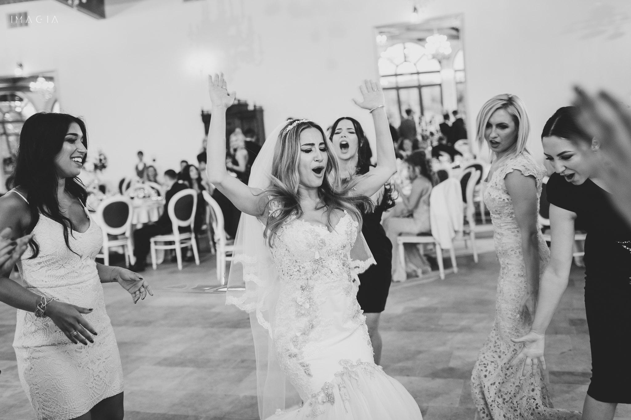 Mireasa dansează la nuntă la Sun Garden în Cluj-Napoca