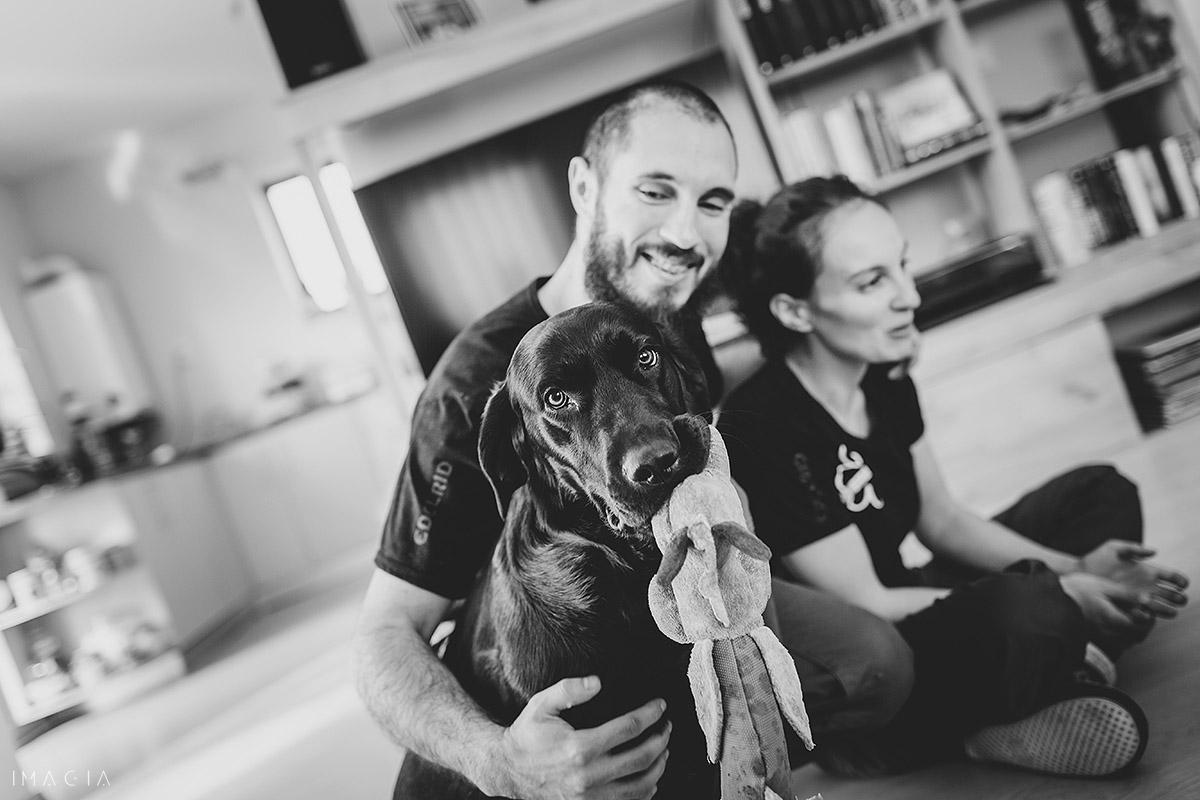 Familie cu câine la ședința foto în Cluj-Napoca
