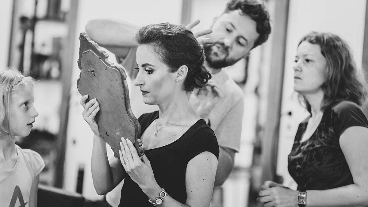 Cum să ai fotografii de nuntă mai bune: coafura din ziua nunții