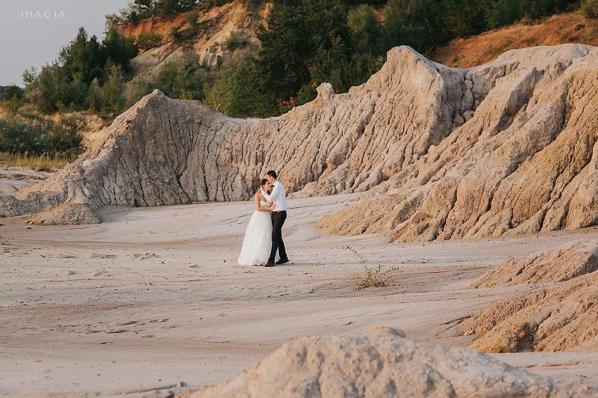 Mire și mireasă la ședința foto la Laguna Albastră, lângă Cluj-Napoca