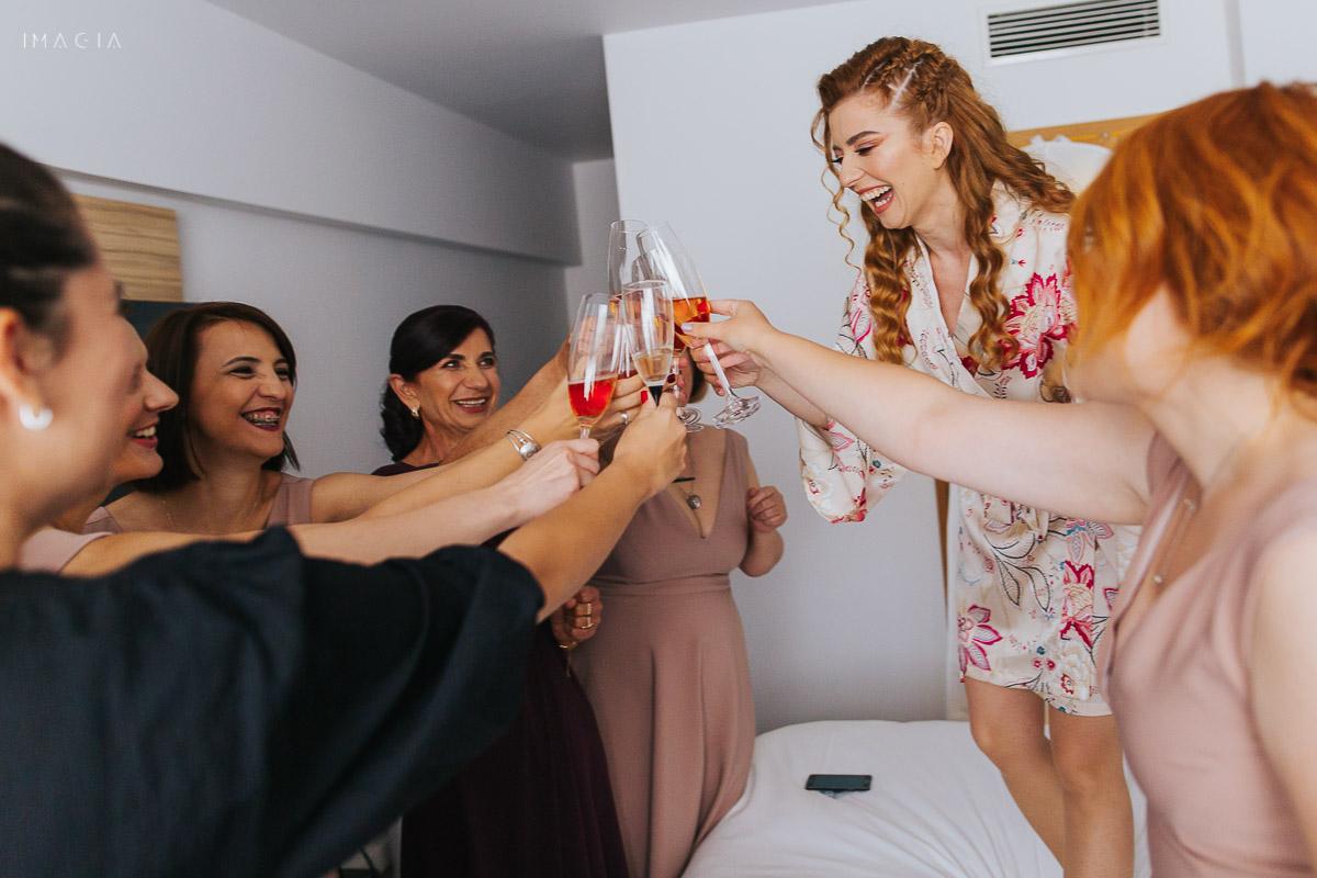 Pregătirile iresei la o nuntă în București, la Hotel Novotel
