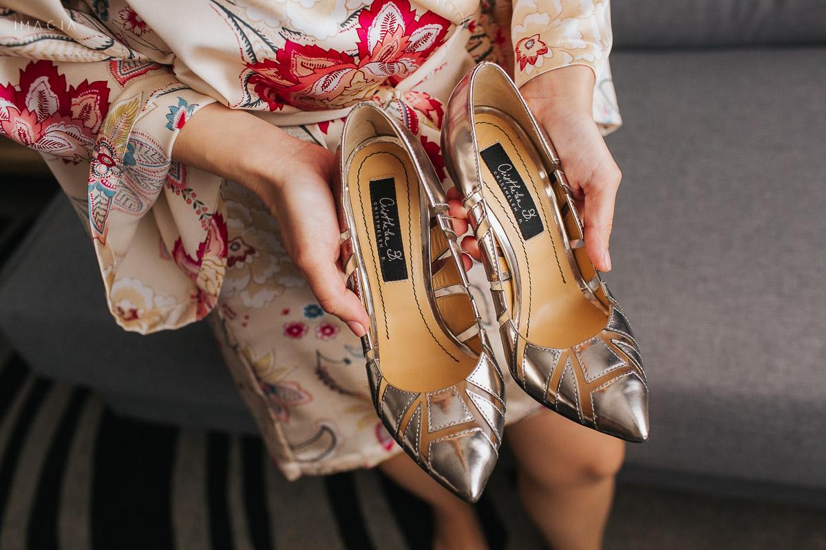 Pantofi de mireasă la o nuntă din București la Hotel Novotel