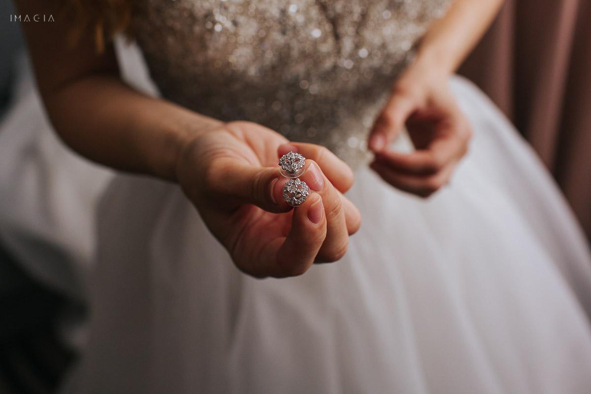 Cercei de mireasă fotografiați la o nuntă în București la Hotelul Novotel