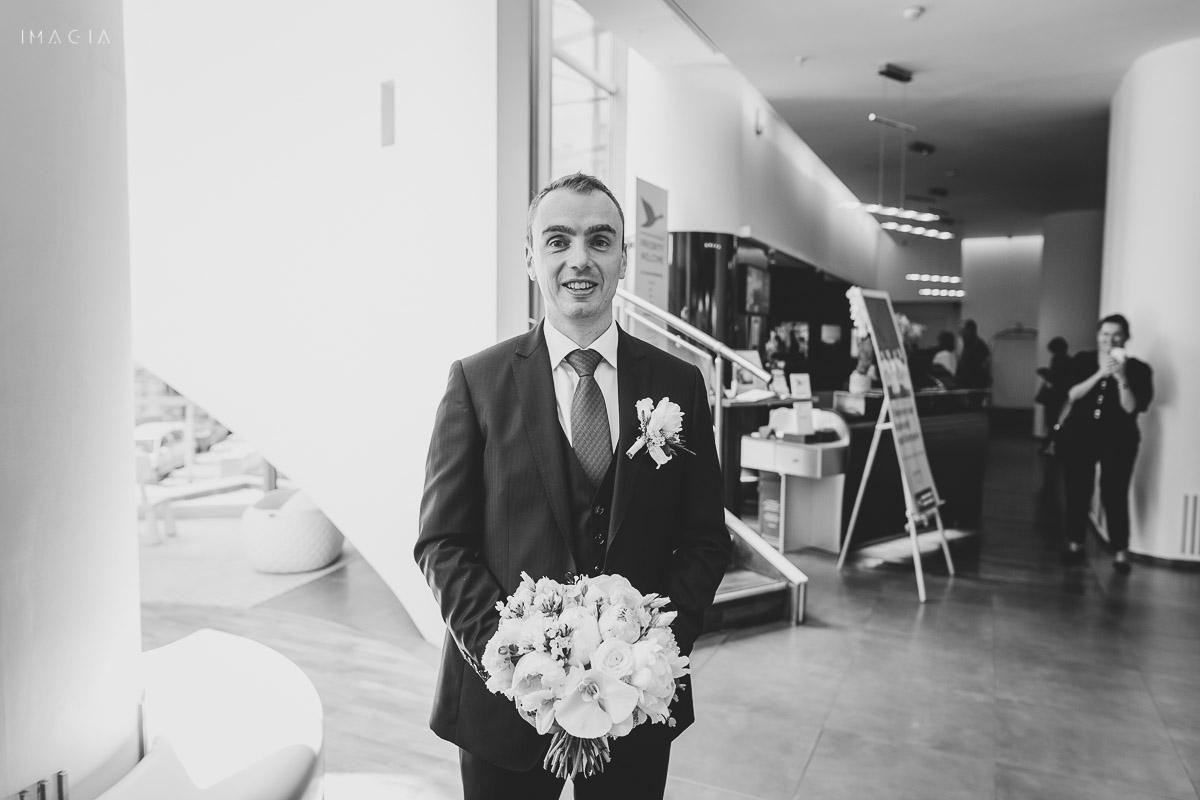 mire așteptând mireasa - nuntă la Hotelul Novotel în București