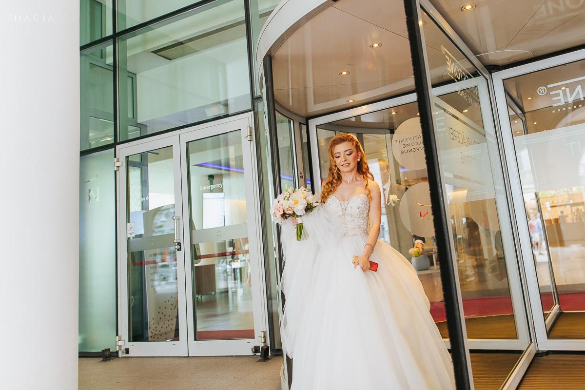 Mireasă la o nuntă din București la Hotel Novotel
