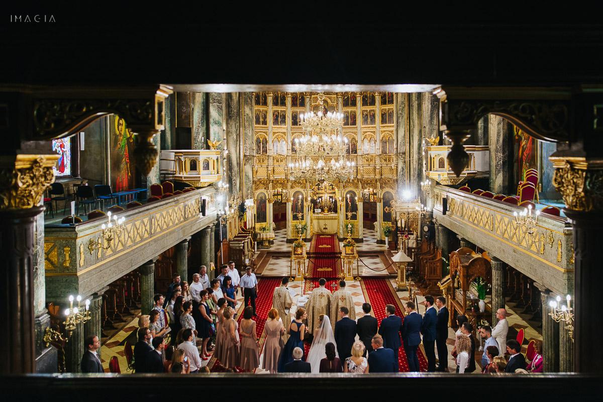 Ceremonie religioasă în cadrul unei nunți în București la Catedrala Sfântul Spiridon Nou