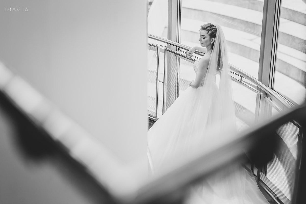 Mireasă la ședința foto din ziua nunții, fotografiată de imagia.ro