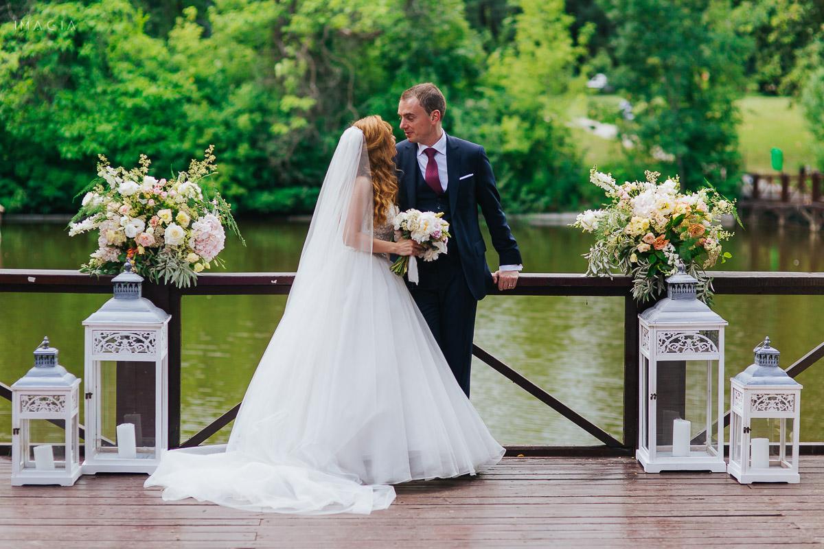 Mire și mireasă la ședința foto cu fotograful de nuntă IMAGIA