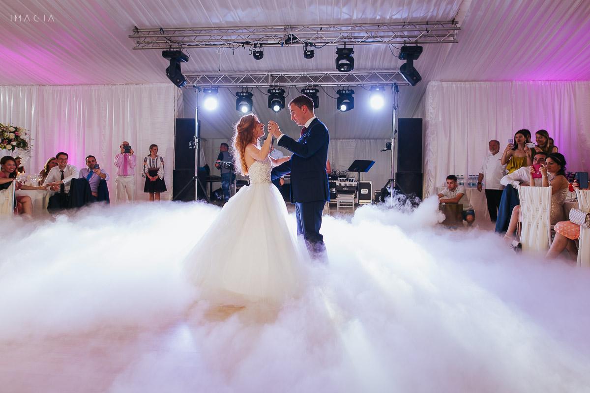 Dansul mirilor fotografiat de IMAGIA la o nuntă la Palatul Știrbey, salonul Prințesa Maria