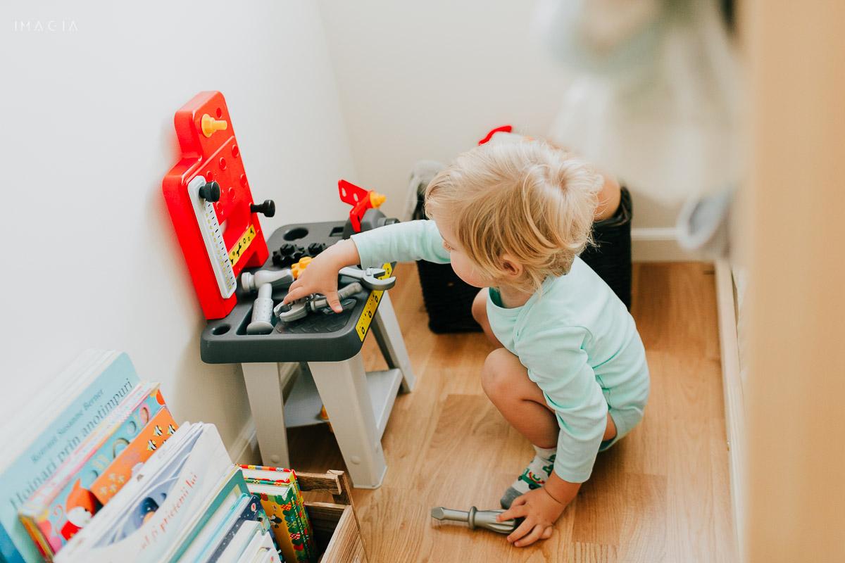 Copil la joacă