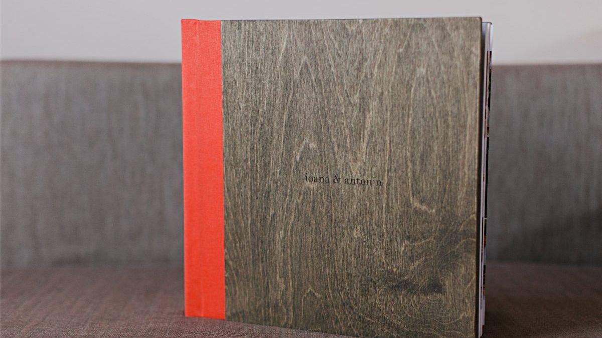 Album foto de nuntă cu coperți din lemn