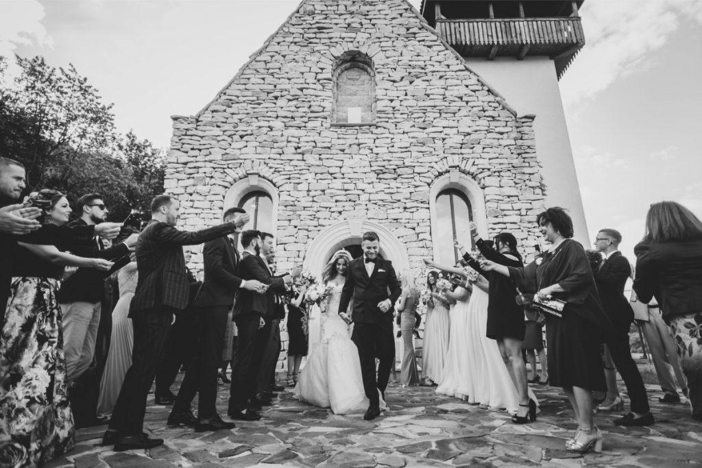 Una dintre cele mai bune fotografii de nuntă de la biserică din portofoliul imagia.ro
